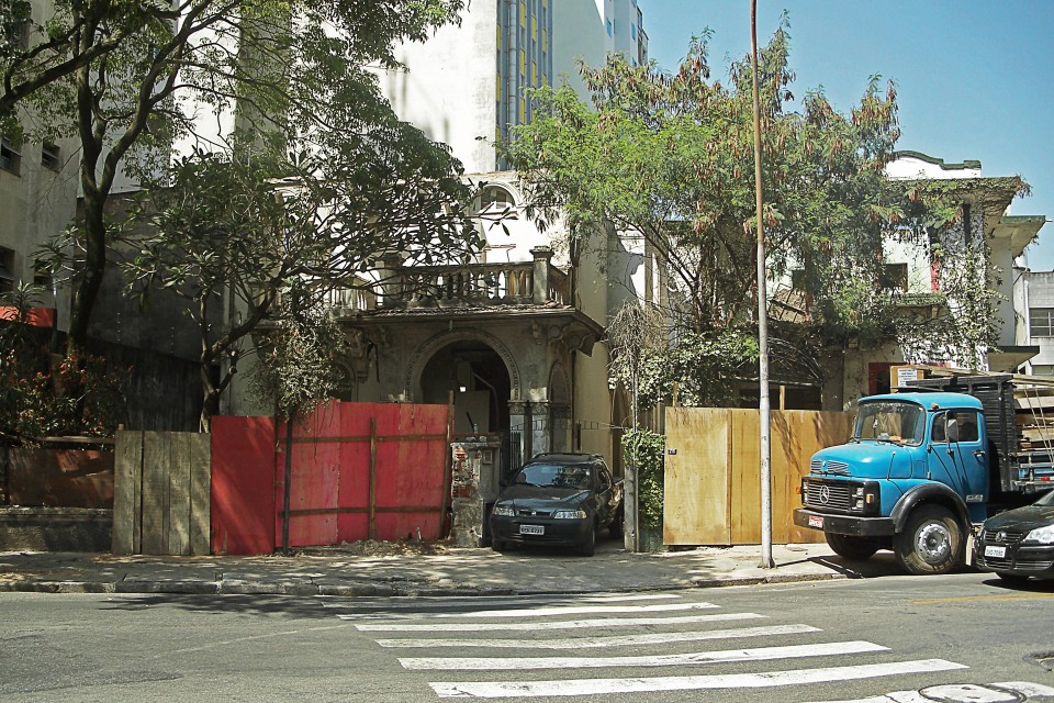 Casas demolidas na Rua Carlos Sampaio