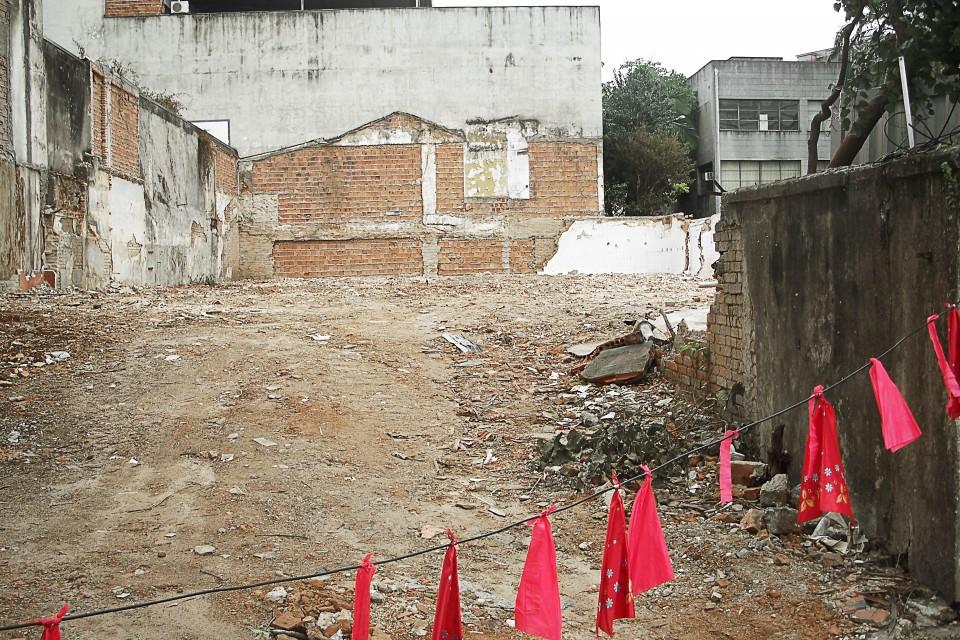 Restos das casas na Rua Carlos Sampaio