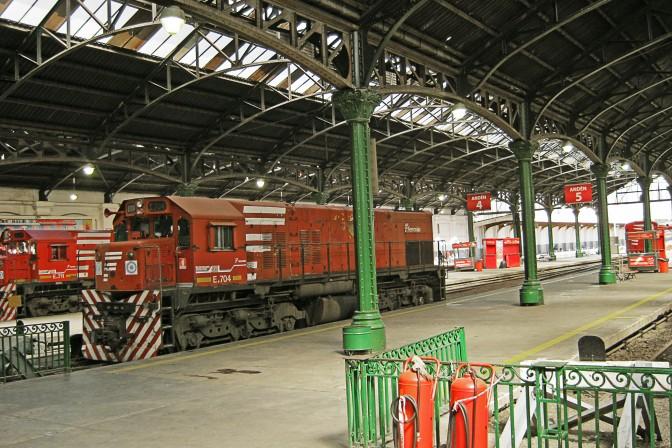 Plataformas da Estação Retiro Belgrano