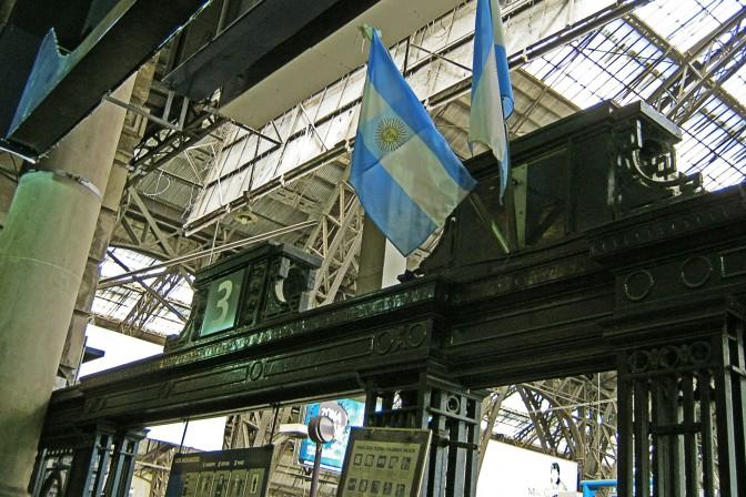 Bandeiras na Estación Retiro Mitre