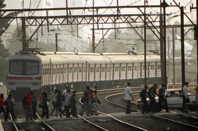 Trem da CPTM deixa a estação Água Branca