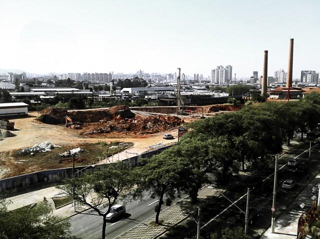 Obras no terreno das antigas Indústrias Matarazzo