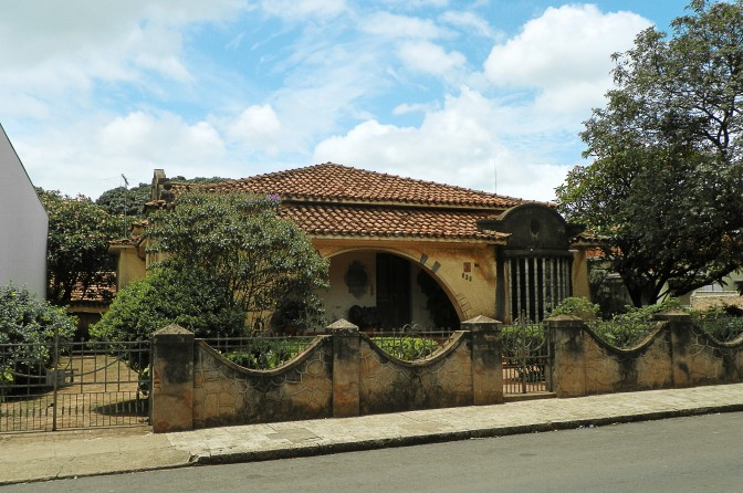 Casa na Rua Quinze de Novembro, em Dois Córregos