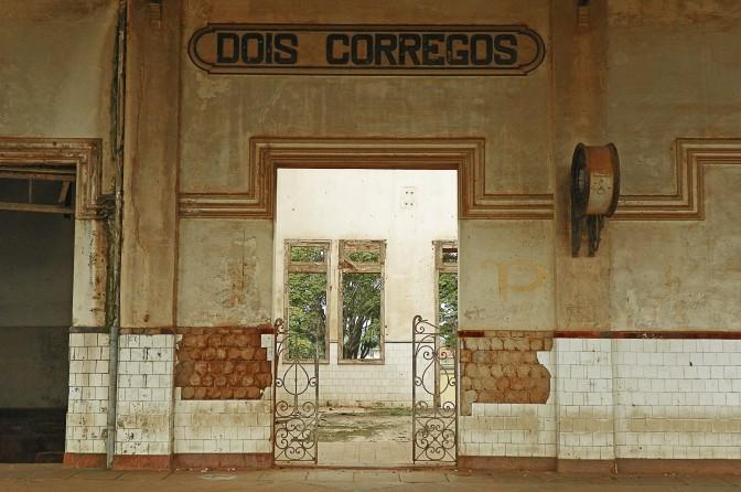 Salão da estação de Dois Córregos