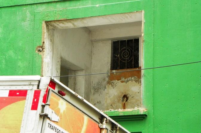 Janela de prédio demolido na Martiniano de Carvalho
