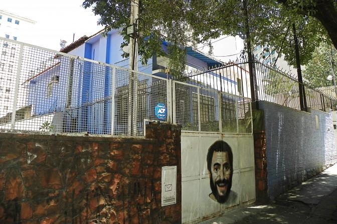 Portão da Rua Carlos Sampaio, 48
