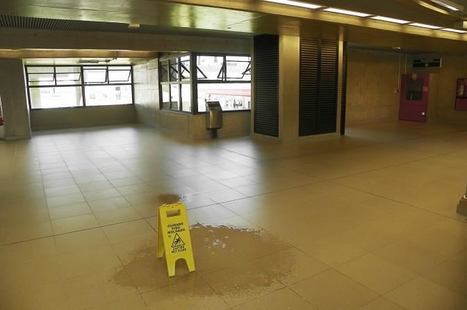 Goteira na Estação Tamanduateí