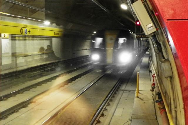Trem chegando à Estação Butantã