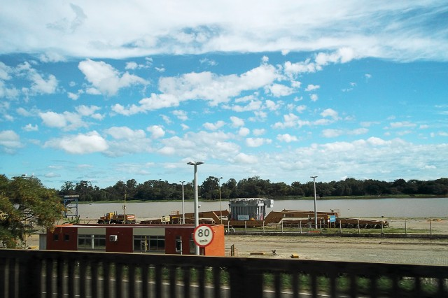 O Rio Guaíba visto da linha da Trensurb