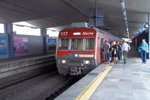 Trem na Estação Mercado, da Trensurb