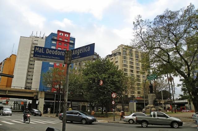 Esquina da Praça Marechal Deodoro com Avenida Angélica