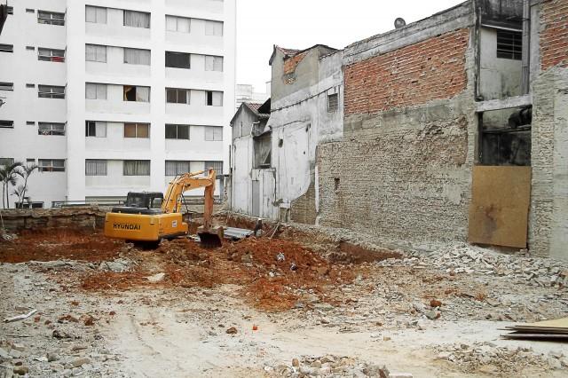 Rua Martiniano de Carvalho, 189: demolida