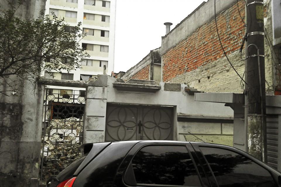 Demolição de casa: Rua Martiniano de Carvalho, 189