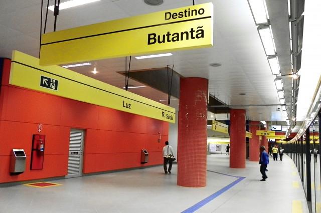Plataforma da Estação Luz da Linha 4-Amarela