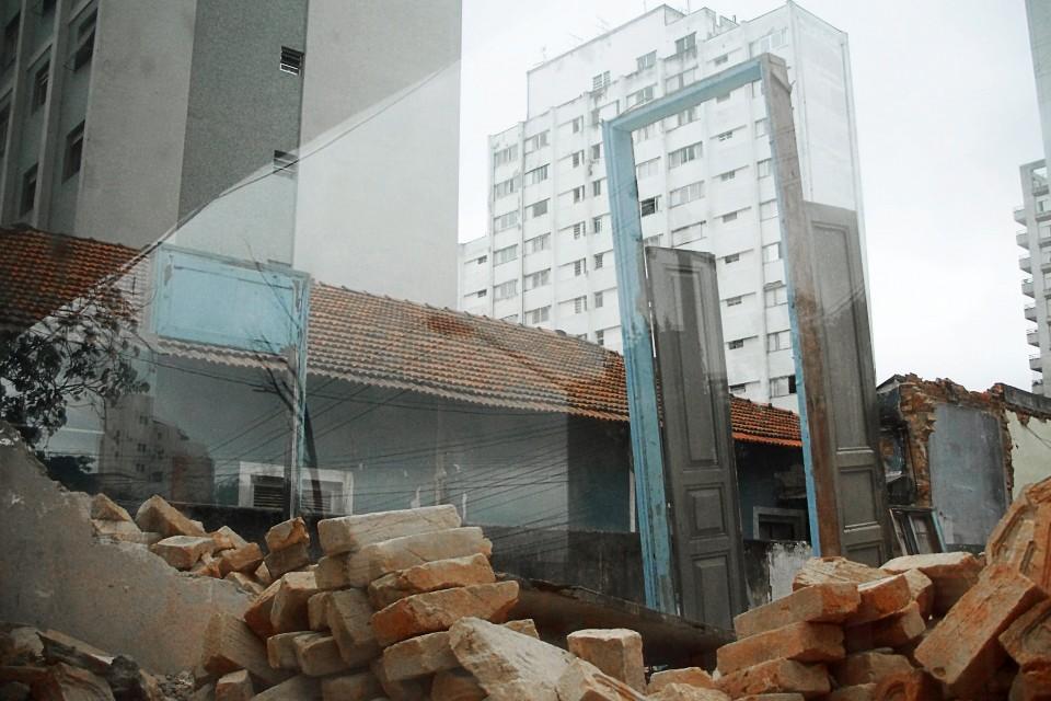Demolição à Rua Dr. Alfredo Ellis