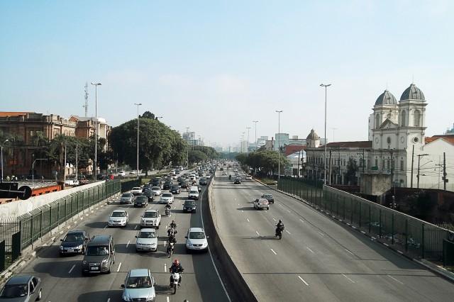 Avenida Tiradentes, rumo à zona norte, vista da Passarela das Noivas