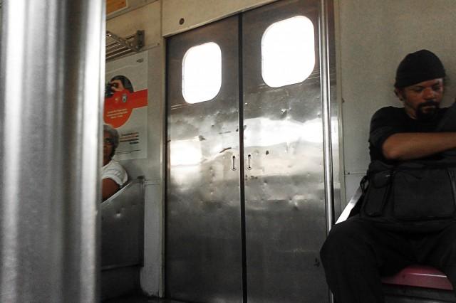 Interior de TUE série 700 da Supervia