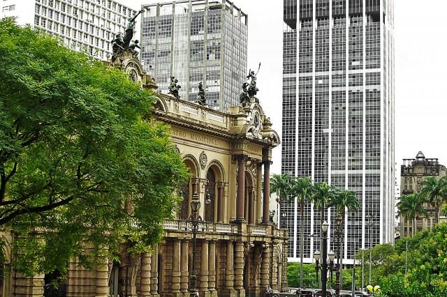 Theatro Municipal e edifícios Grande São Paulo e Mercantil Finasa