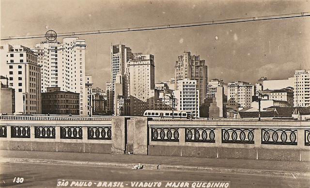 Cartão postal com o Viaduto Major Quedinho nos anos 1940