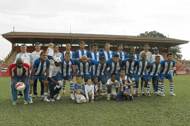 Equipe do Nacional no jogo contra o Desportivo Brasil (28 de julho de 2012)