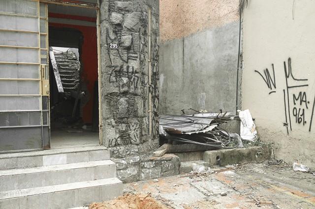 Porta da casa na Rua Martins Fontes, 295